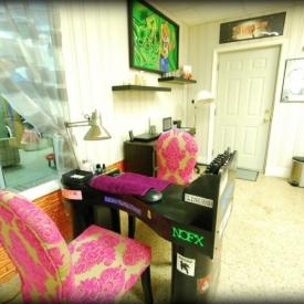 make-me-pretty-hair-salon-nail-station